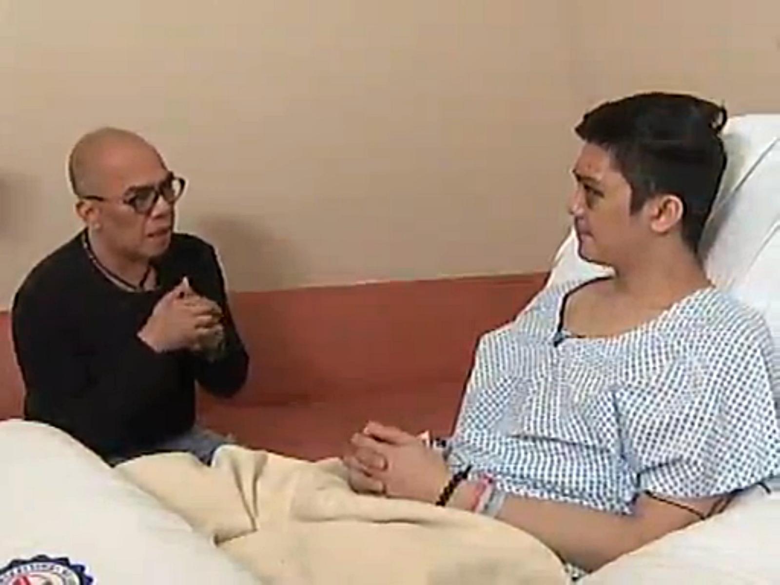 """Boy Abunda and Vhong Navarro. (Screen grab from ABS-CBN's """"Buzz ng"""