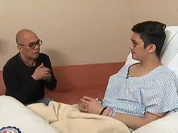 Boy Abunda interviews Vhong Navarro at his hospital bed (Screen grab from Buzz ng Bayan, ABS-CBN)