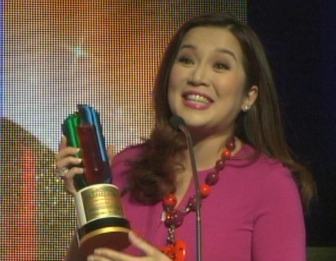 "Kris Aquino thanks UST students after receiving the award of her show ""Kris TV"" as ""Student's Choice of Talk Show"" at the 10th USTv Awards. (Grab c/o UST Tomasian Cable)"