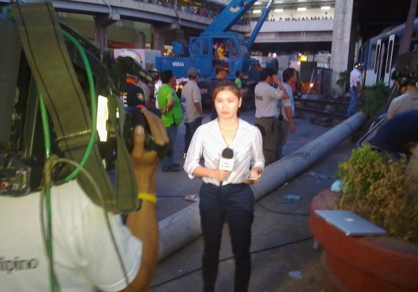 Jacque Manabat reporting the MRT accident for TV Patrol. Click to watch it. (Shot by Anjo Bagaoisan)