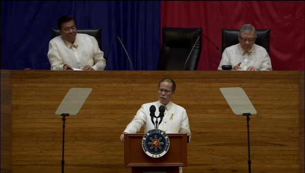 President Benigno Aquino delivering his fifth State of the Nation Address in front of Senate Pres. Franklin Drilon and House Speaker Feliciano Belmonte Jr. 2014 (Courtesy: Radio Television Malacanang)