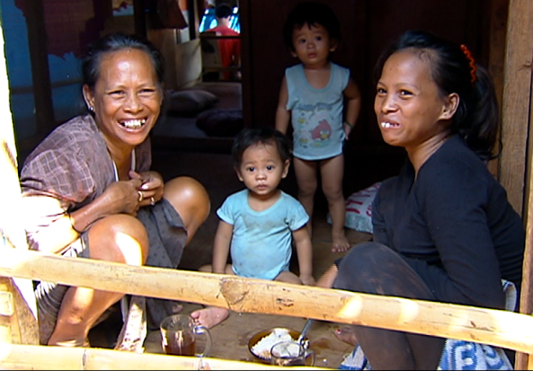 Erna Joani (right) with her mother and children (Shot by Mac Tataro)