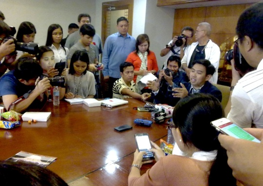 Makati Mayor Junjun Binay at a press conference (Shot by Anjo Bagaoisan)