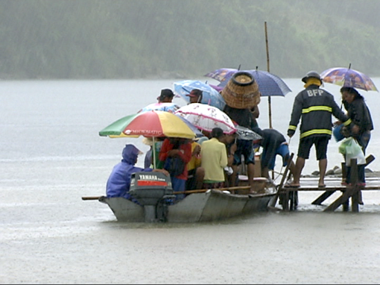 Crossing the Cagayan River during Chedeng (Shot by Rommel Hernaez, ABS-CBN News)