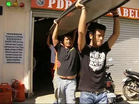 Rescue preparations, Ilagan City (Shot by Rommel Hernaez, ABS-CBN News)