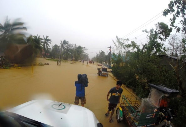 Cameraman Romel Zarate at the overflow of the Diteki river. (Shot by Jeff Canoy)