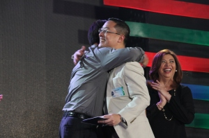 Future ABS-CBN President & CEO Carlo Katigbak receives his 15-year service award, and a hug from Chairman Gabby Lopez (Shots c/o ABS-CBN Corporate)