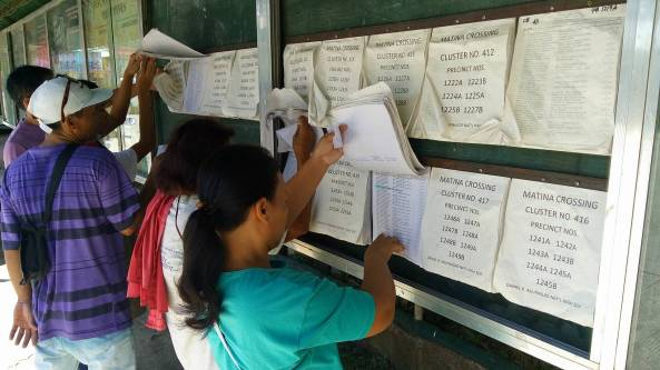 Locals look through voters list at Daniel R Aguinaldo National High School in Davao City, where Duterte will vote (Shot by Anjo Bagaoisan)