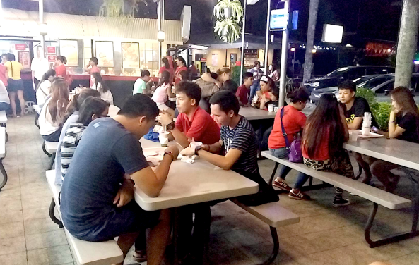 Patrons at Aling Foping's halohalo place in Matina Town Square Davao (Shot by Anjo Bagaoisan)