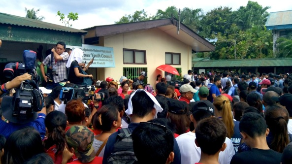 Crowd waiting for Rodrigo Duterte to cast his vote in Davao City Daniel Aguinaldo High School (Shot by Anjo Bagaoisan)