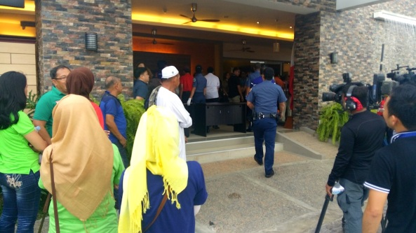 People wait outside the clubhouse at Matina Enclaves for a chance meet with Rodrigo Duterte (Shot by Anjo Bagaoisan)