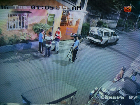 CCTV video of reporter Kevin Manalo interviewing in Caloocan City August 22, 2016 (Shot by Anjo Bagaoisan)