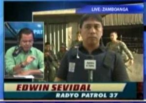Radyo Patrol #37 Edwin Sevidal reporting during the siege of Zamboanga City in 2013 (Courtesy: ABS-CBN/DZMM TeleRadyo)