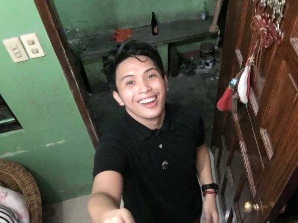 Nick Oniot takes a selfie (From Nick Russel Oniot's Facebook page)