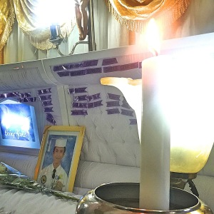 Nick Russel Oniot's picture placed above his coffin (Shot by Anjo Bagaoisan)