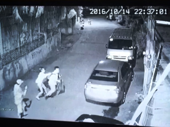 Nick Russel Oniot is attacked by two persons in Martinez street on October 14. Grab from Brgy. Central Signal Village's CCTV