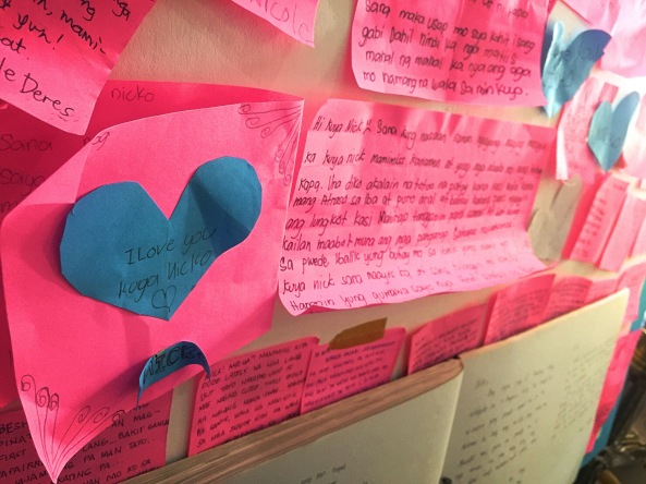 Messages for Nick Oniot written on pink slips (Shot by Anjo Bagaoisan)