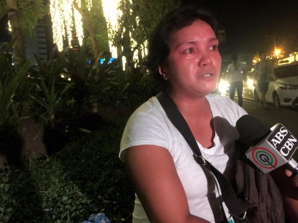 Sampaguita vendor Rochelle Asadon interviewed on ABS-CBN. (Shot by Anjo Bagaoisan)