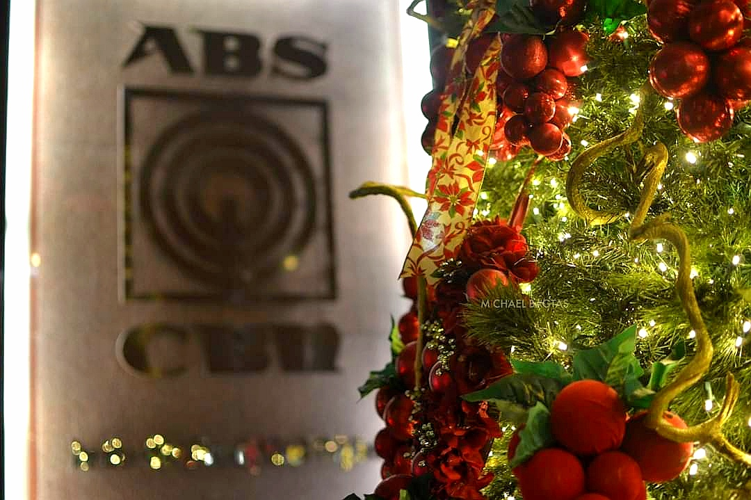 A Christmas tree at the ABS-CBN lobby (Photo by Michael Bagtas)