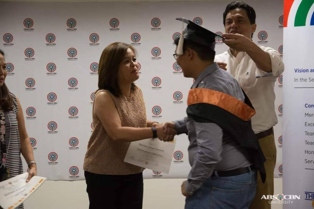 Anjo Bagaoisan Graduating from an ABS-CBN University course, with Ms Ging Reyes & university head Gabriel Orendain (Photo from ABS-CBN University)